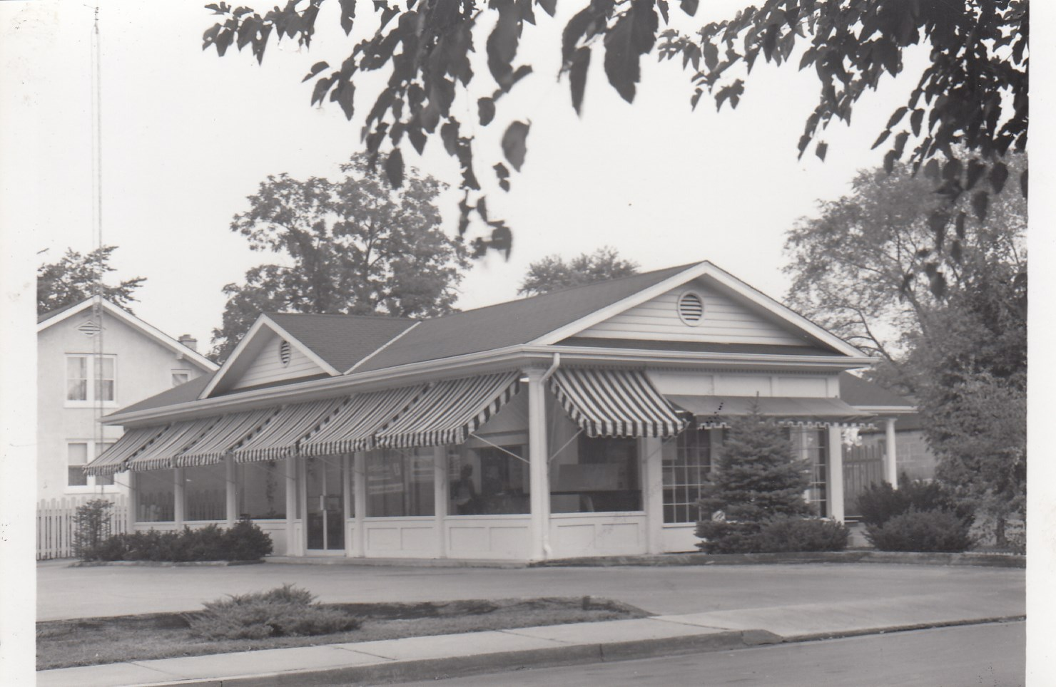1971: 5th Street remodeled and added offices to the drive thru